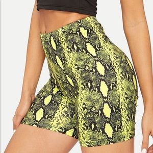 Pants - Snake Biker Shorts / High waisted Yellow / Black
